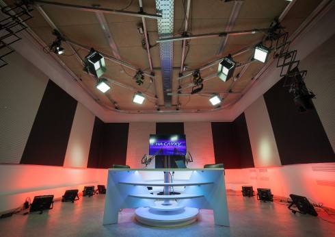 Багатокамерна універсальна студія для онлайн-мовлення