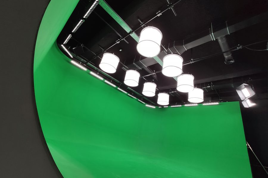 A 60m² chromakey studio – greenbox and lighting set